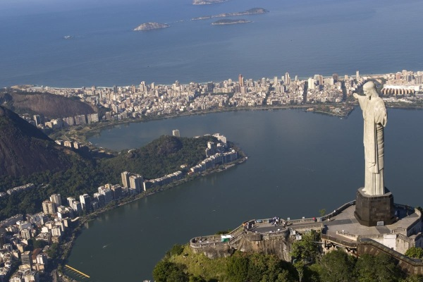 In our golf package of Rio de Janeiro is a sightseeing day tour with visiting the Christus statue - Redentor included