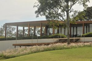 Clubhouse of the Randall Thompson golf course of the Boa Vista golf club.