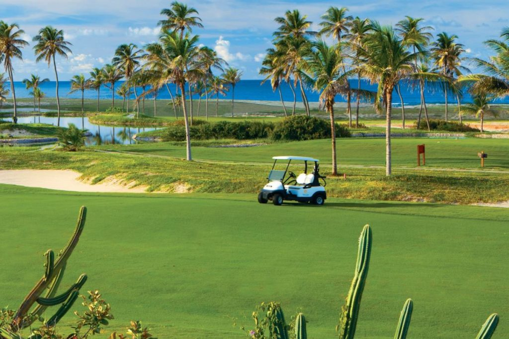Buugy od the golf course of the Aquiraz Rivera Ocean and Dunes golf club in Fortaleza.