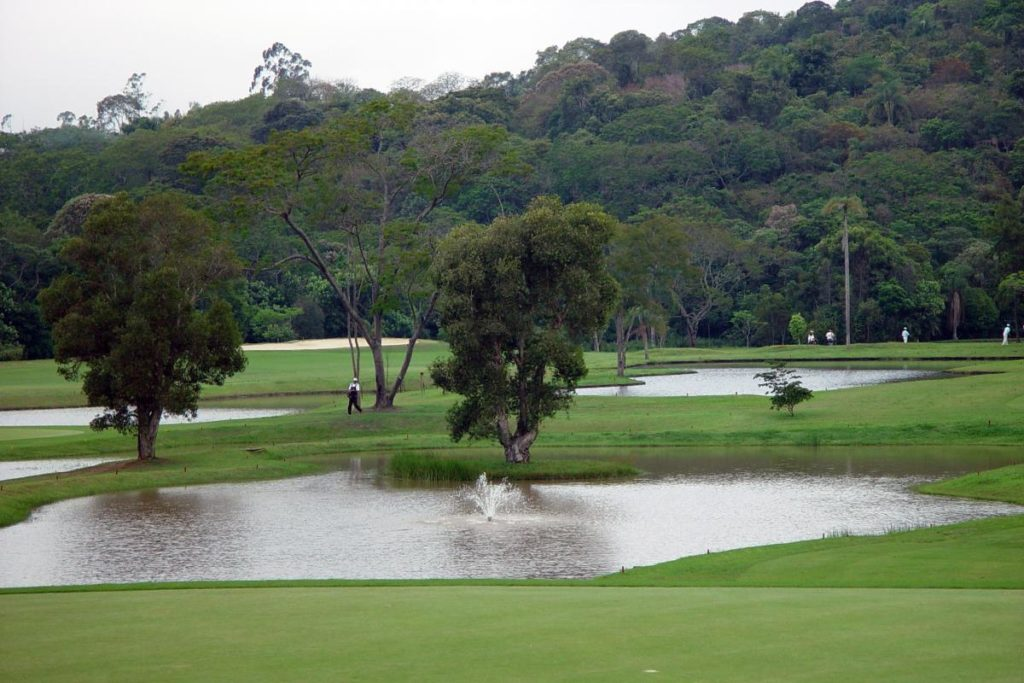 Lakes of the golf course of the Guarapiranga Country golf club.