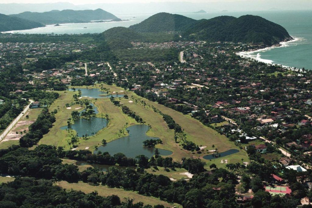 Overview on the course of the Guaruja golf club.